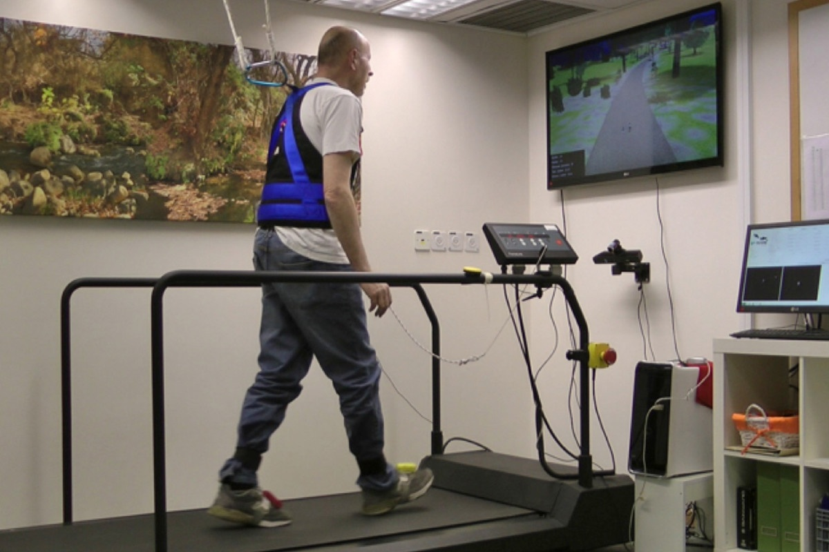 Virtual Reality Obstacle Course Seniors Prevent Falls