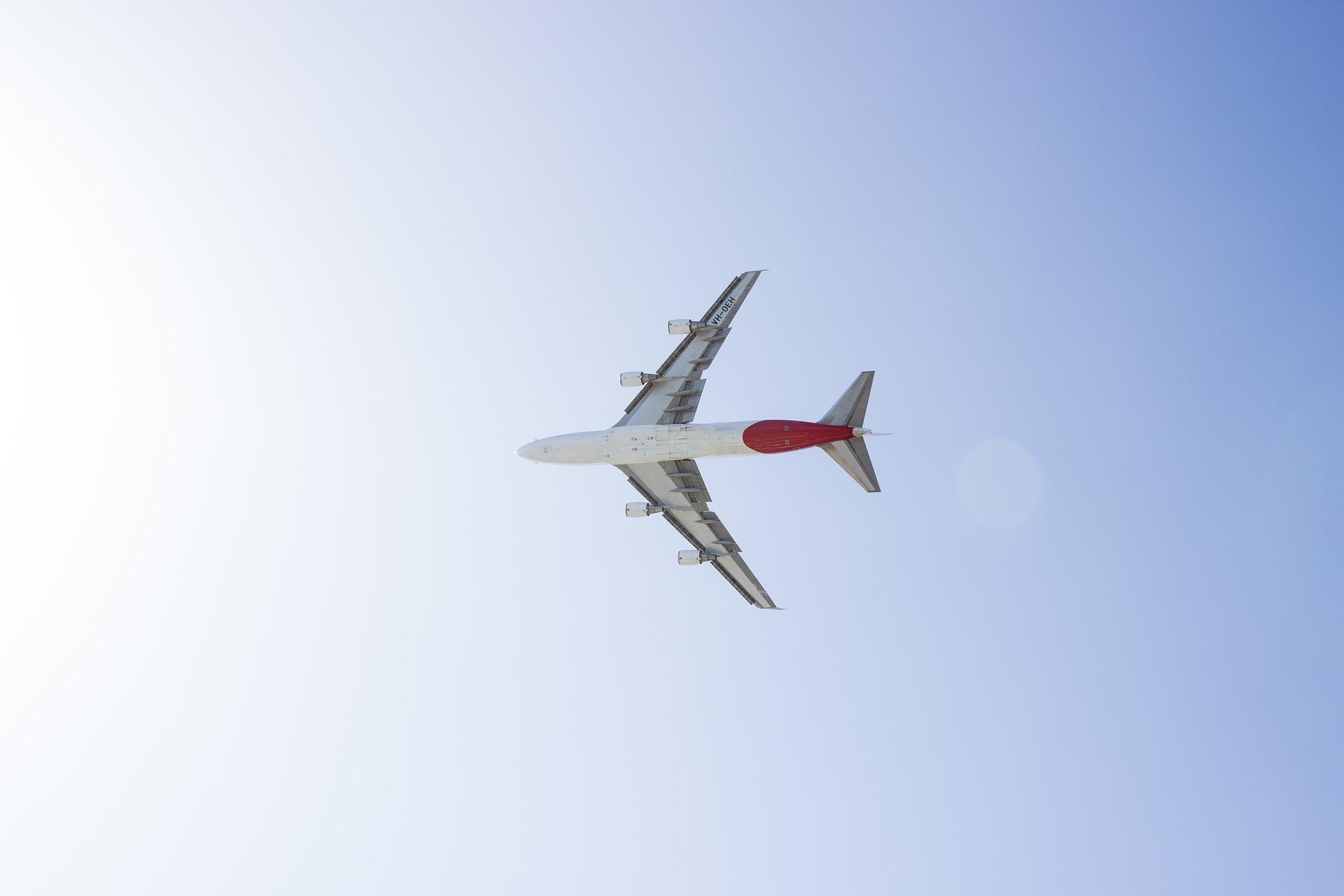 aeroplane-1867548_1920.jpg