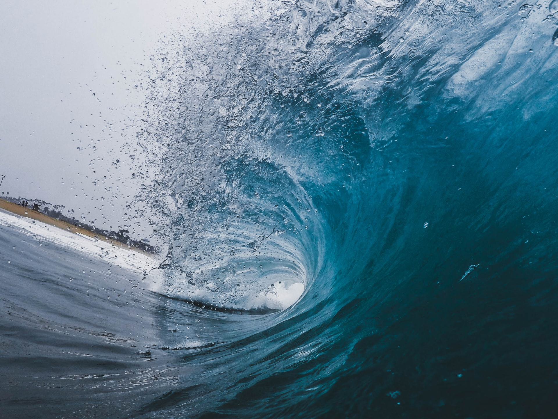picture of cresting wave