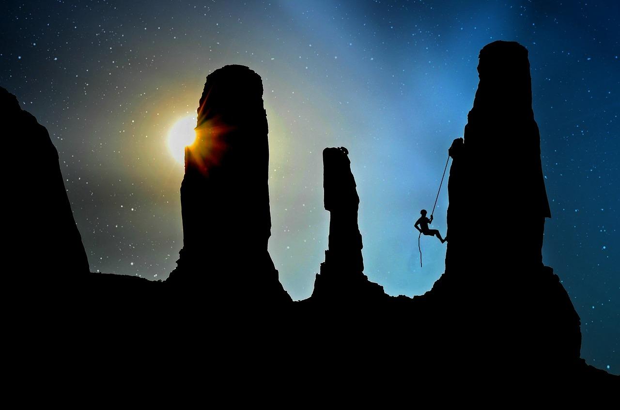 mountaineer-2100050_1280 (1).jpg